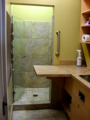 Shower room for isolation ward